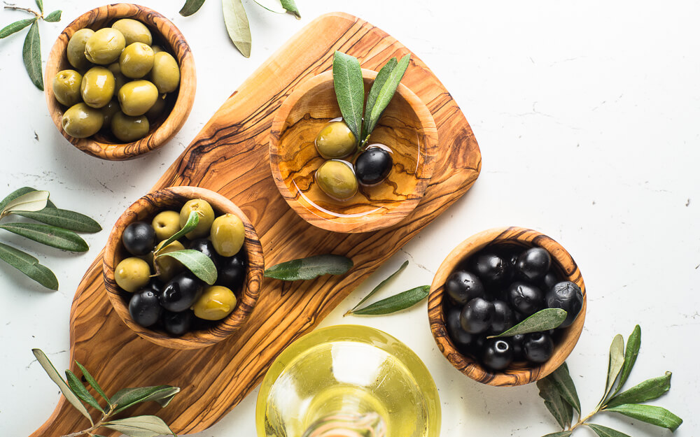 Low-carb olives as a snack