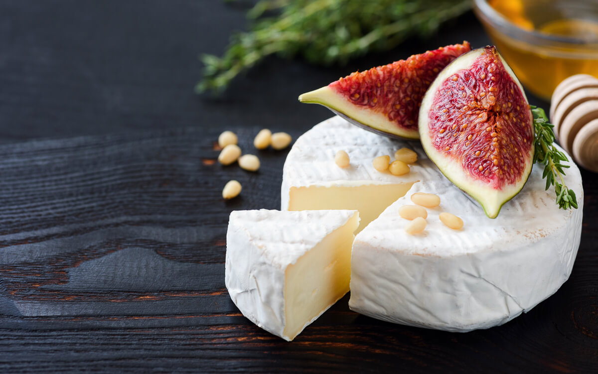 9 High-Fat, Low-Carb Cheeses for Keto Dieters - Brie Cheese